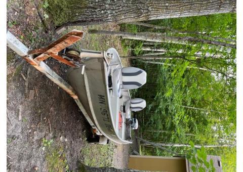 14' Alumacraft Fishing boat w/trailer